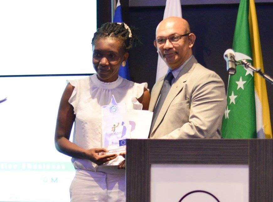 Ambition Jeunes 3,  Anturia Mihidjai remporte le prix du Jeune Meilleur Entrepreneur de l'Océan Indien pour les Comores